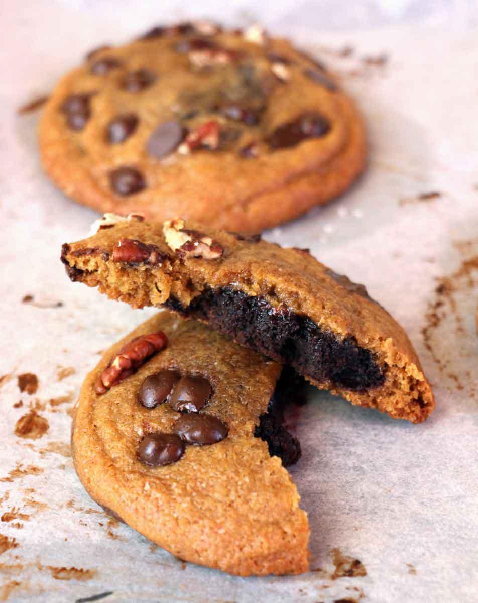 עוגיות שוקולד צ'יפ במילוי בראוניז