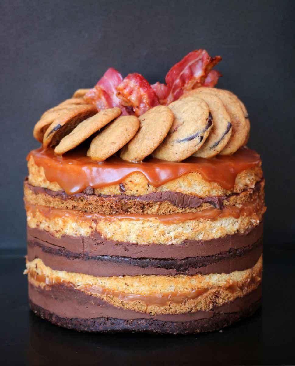 עוגת שכבות בייקון, בראוניז, קרמל מלוח וחמאה חומה