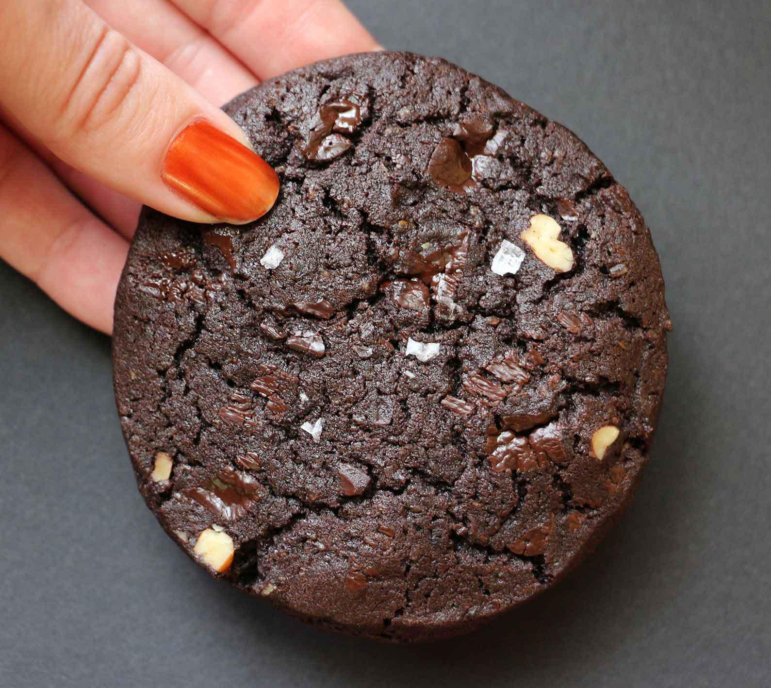 עוגיות שוקולד כהות ופקאן