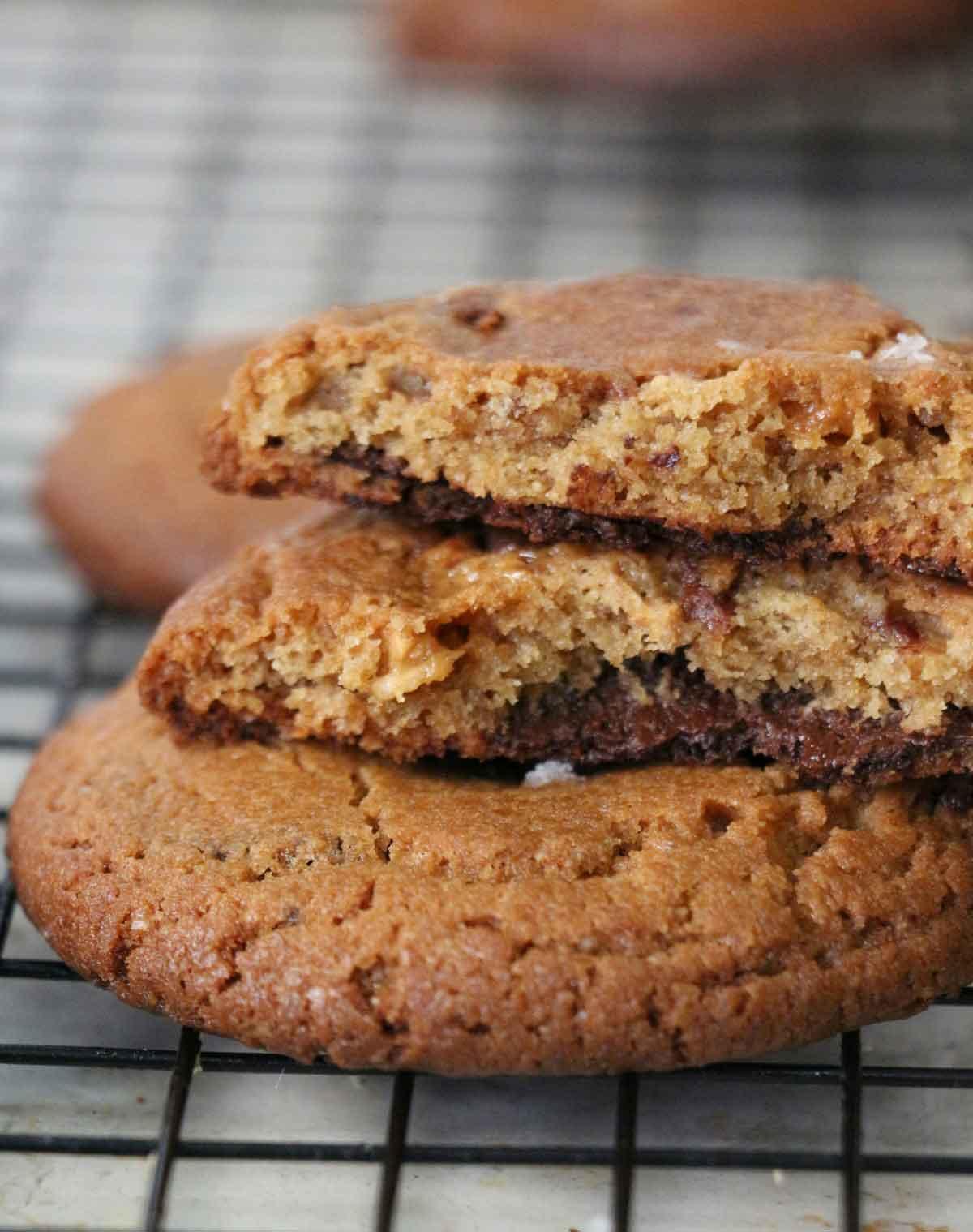 עוגיות חמאת בוטנים, שוקולד מריר, שוקולד חלב וסניקרס