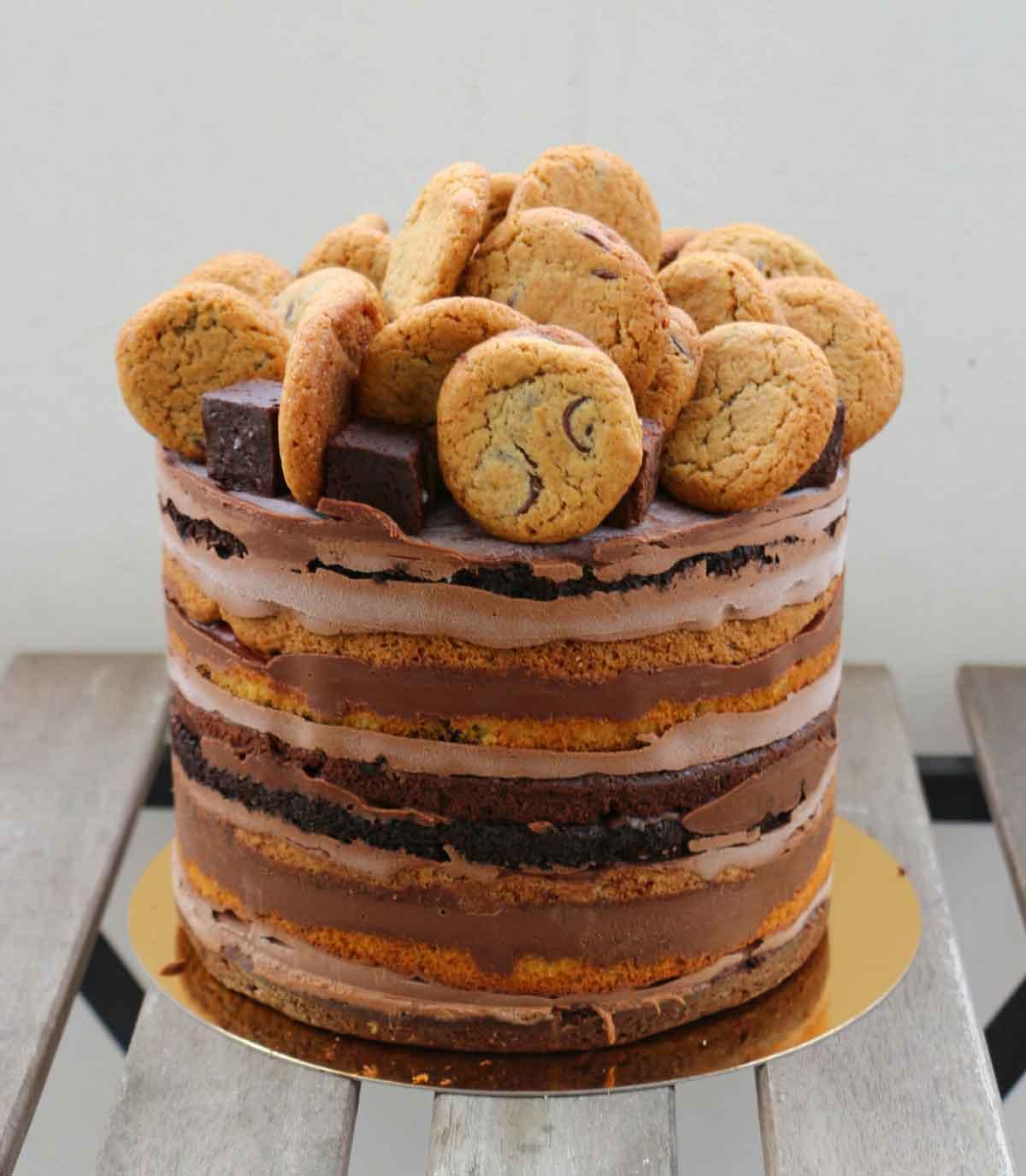 עוגת שכבות בראוניז ושוקולד צ'יפ