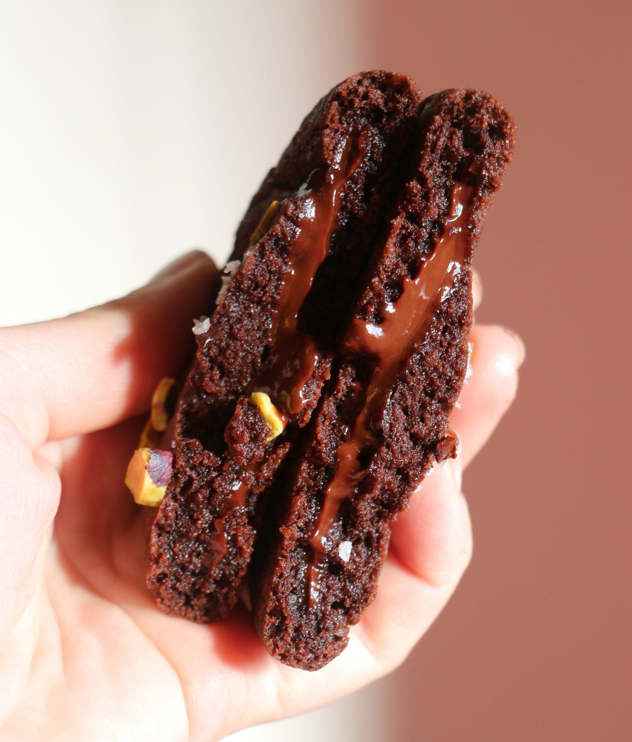 עוגיות שוקולד במילוי טראפלס