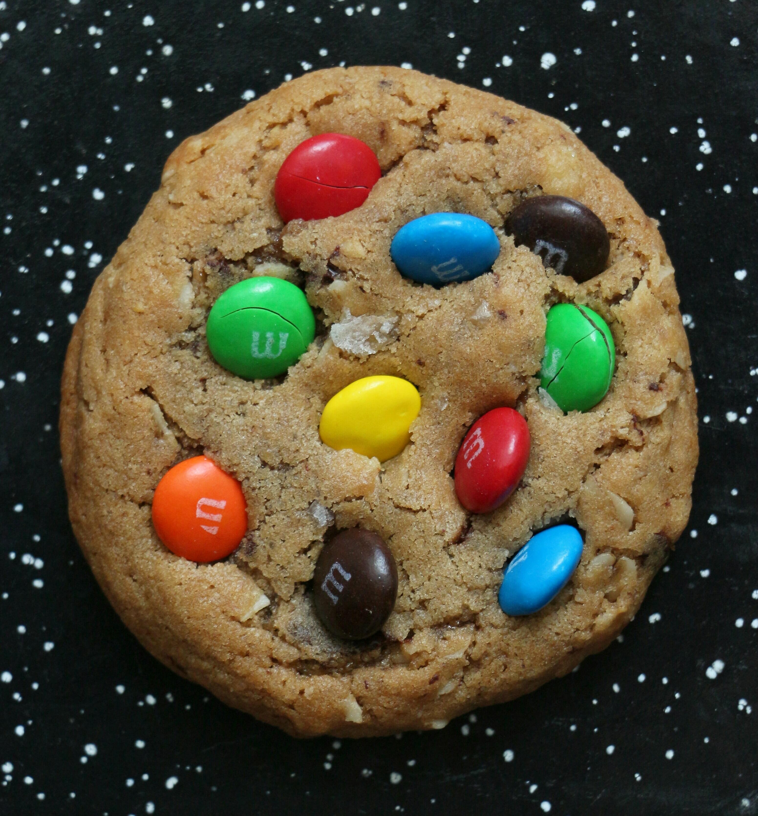 עוגיות שוקולד צ'יפ, חמאת בוטנים, שיבולת שועל ועדשים צבעוניות
