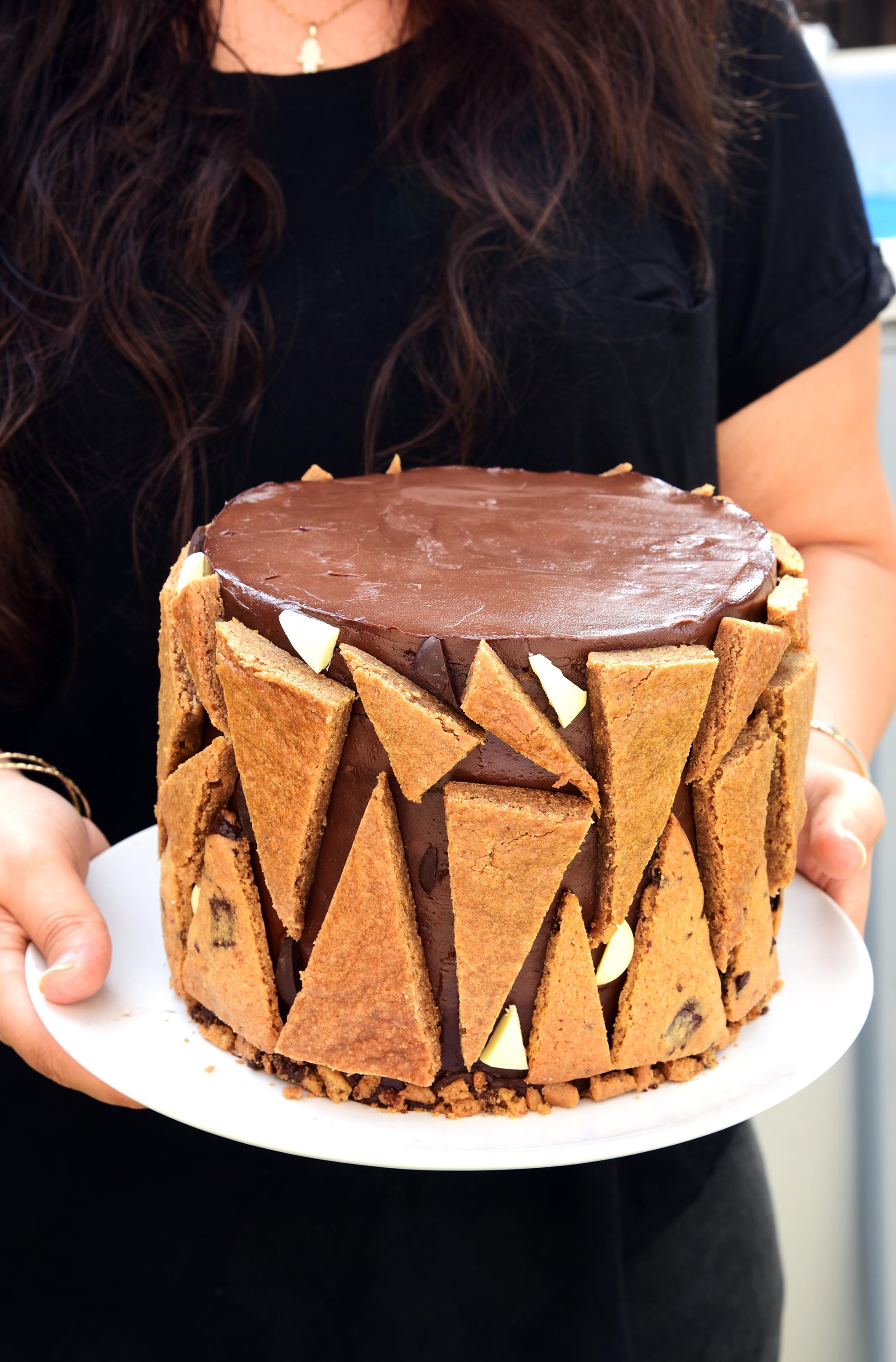 עוגת שכבות שוקולד, עוגיות שוקולד צ'יפ, בלונדיז וקרם שוקולד