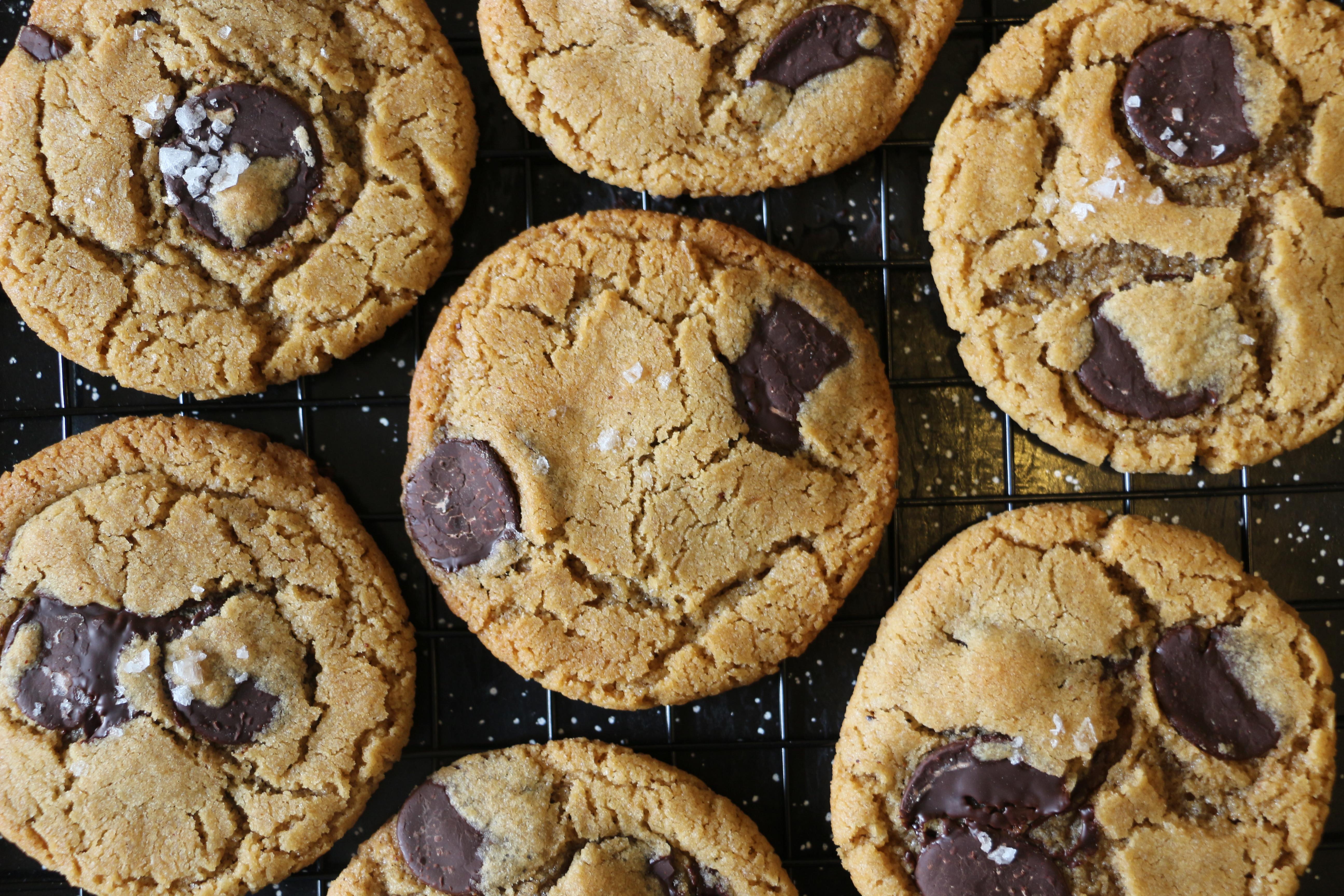 עוגיות שוקולד צ'יפ טבעוניות עם טחינה ושמן זית